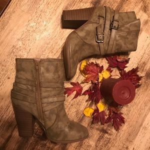 Just fabulous high booties